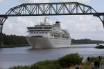 MS Balmoral auf dem Nord-Ostsee-Kanal / MV Balmoral